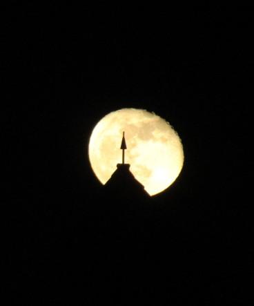 Torre pinchandoLuna